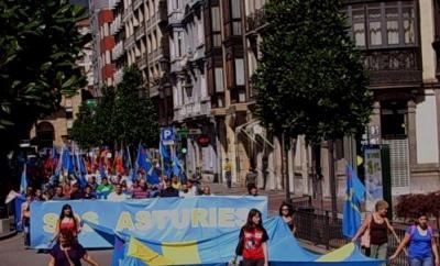 "Cientos de persones manifestáronse n'Uviéu baxo'l llema ""S.O.S. Asturies"""